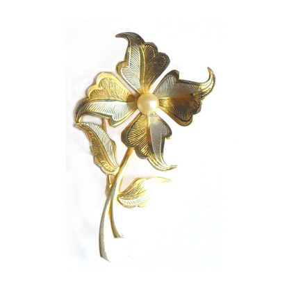 Flower brooch with a pearl centre